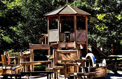 childrens-playground-2420841_1920